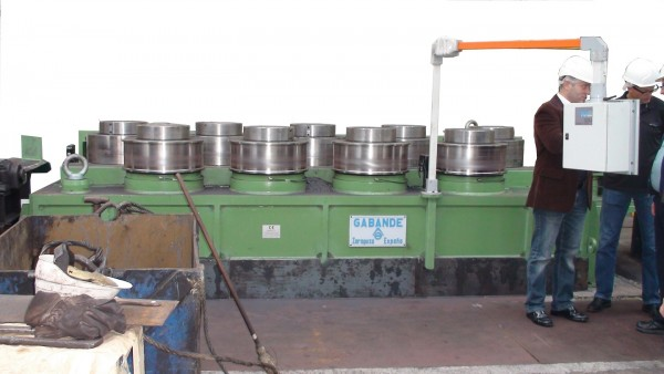 Big profiles straightening machine
